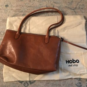 HOBO Handbag in Camel 🐪